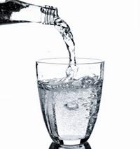 مضرات زیاد آب خوردن